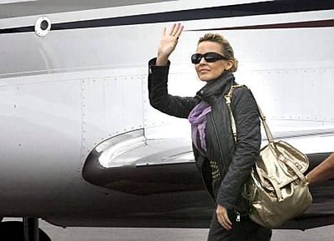 Perjantaina Helsingissä esiintynyt Kylie Minogue jatkoi matkaa vasta sunnuntaina iltapäivällä. Seuraava keikka on Moskovassa.