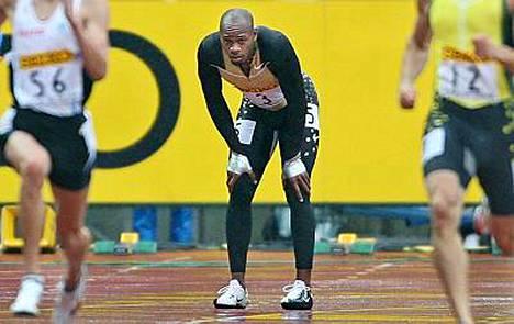 Asafa Powellin kausi päättyi tähän kumarrukseen Japanissa.