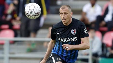 Njazi Kuqi on ajautunut rahariitaan viime alkukauden joukkueensa Interin kanssa.
