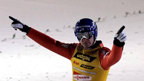 Janne Ahonen oli Rukan suurmäen ässä maailmancupissa 2004.