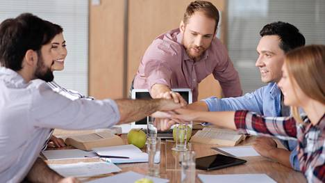 Itseohjautuva organisaatio voi toimia hyvin, jos työpaikalla osataan ratkaista kaksi kysymystä.