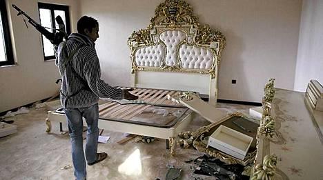 Makuuhuone on kärsinyt vaurioita Bengasin taisteluissa.