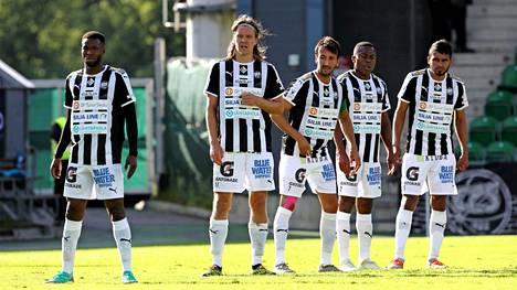 TPS:n puolustuksella on riittänyt urakoitavaa. Kuvassa vasemmalta turkulaisseuran Masahudu Alhassan, Mika Ääritalo, Sami Rähmönen, Alim Moundi ja Alhayr Hernandez.
