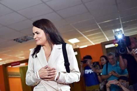 Oppositioehdokas Svetlana Tihanovskaja oli kehottanut kannattajiaan äänestämään myöhään vaalivilpin hankaloittamiseksi.
