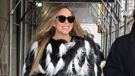 Myös Mariah Carey rokkaa ylipolvensaappaita.