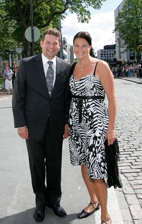 Risto ja Marianna Autio Antti Kaikkosen ja Satu Taiveahon häissä Hämeenlinnassa heinäkuussa 2008.