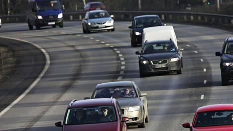 Entistä useammalla autolla ajetaan nyt vähemmän kuin aiemmin. Pidempien ajojen puuttuminen voi kuitenkin tuoda mukanaan aivan omat ongelmansa.