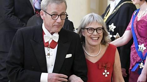 Torstaina avioituneet Sixten Korkman ja Maria Romantschuk astelivat Linnan juhliin hyväntuulisina.