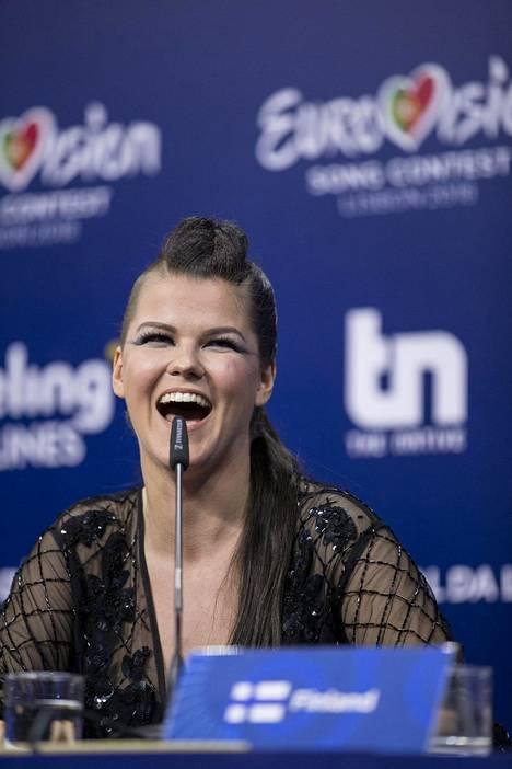 Saaralla hymy oli herkässä ensimmäisen semifinaalin jälkeen järjestetyssä pressitilaisuudessa.