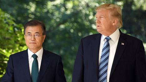 Presidentit Moon Jae-in ja Donald Trump Valkoisessa talossa 30. kesäkuuta 2017.