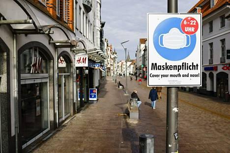 Flensburgissa, Saksassa on maskien käyttöpakko aamukuudesta iltakymmeneen. Valtaosan Flensburgin tartunnoista on brittiläistä virusmuunnosta.