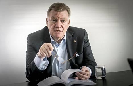 Andres Blom on tutkinut väitöskirjassaan liike-elämän poliittista vaikuttamista Suomessa. Hän on myös pitkäaikainen Venäjä-suhteiden lobbari.