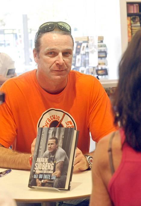 Sjöberg julkaisi omaelämäkerran vuonna 2011.