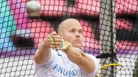 Moukarinheittäjä David Söderberg lopettaa uransa. Kuva on vuoden 2016 Ruotsi-ottelusta.