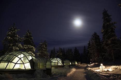 Lomakylä Kakslauttasessa käy vuosittain noin 60000 matkailijaa.