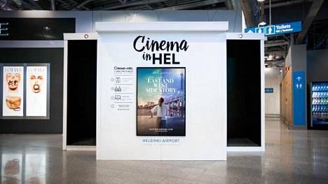 Helsinki-Vantaan elokuvateatterin kaksi istuinpaikkaa on varustettu mikrokytkimillä, joiden aktivoituessa valot himmenevät ja elokuva alkaa.