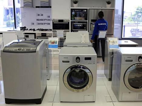 Jotkin Samsungin vuosina 2011–2016 valmistamat päältä täytettävät pesukoneet ovat rikkoutuneet pesun aikana lujaa pamahtaen, varoittaa Yhdysvaltojen CPSC-kuluttajaviranomainen. Samsung ei ole paljastanut, missä laitteissa vika on ilmennyt. Kuvan laitteet