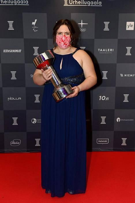Vuoden Nuorena urheilijana palkittiin moukarinheittäjä Silja Kosonen. 18-vuotiaalla Kososella oli huikean onnistunut kesäkausi 2020. Hän voitti Suomen mestaruuden ja paranteli ennätystään metrikaupalla lukemiin 71,34. Se on kansainvälisestikin huipputulos.