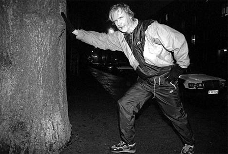 Erkki Tuomioja lenkillä joulukuussa 1992.