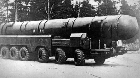 Neuvostoliittolainen keskimatkan ohjus SS-20.