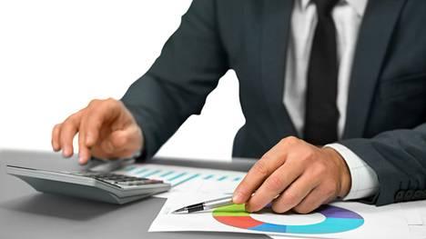 Käyttörahaksi on luettu työ- ja omaisuustulot sekä saadut tulonsiirrot, kuten lapsilisät ja asumistuet. Tuloista on vähennetty verot ja veronluonteiset maksut.