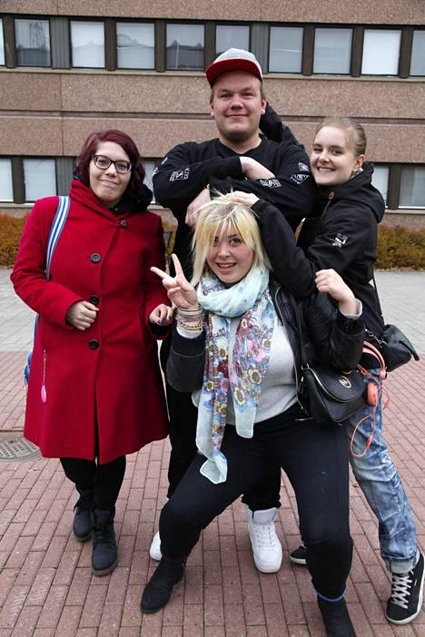 Ana, Markus, Kia ja Minea ovat kaikki joko asuneet tai käyneet koulua Tesomalla.