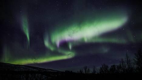 Epävakainen avaruussää tuo Suomen taivaalle revontulia seuraavina päivinä.