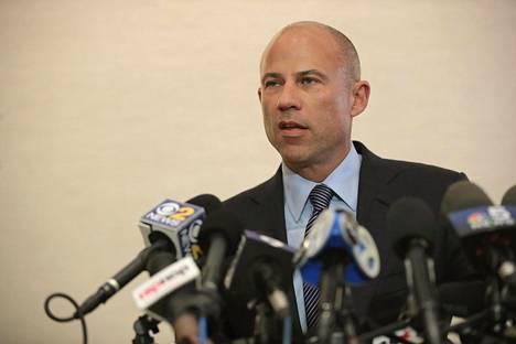 Uhrien asianajaja Michael Avenatti piti medialle pitkän tiedotustilaisuuden Chicagossa perjantaina 22. helmikuuta.