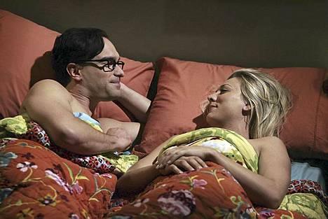 Pariskuntaa näyttelevät Johnny Galecki ja Kaley Cuoco seurustelivat myös oikeassa elämässä.