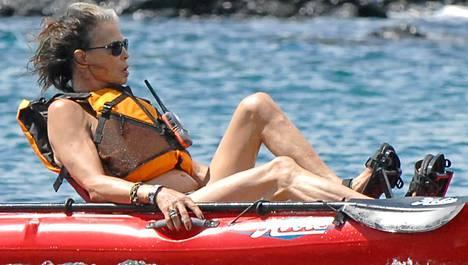 Steven Tyler on lomaili Havajilla.