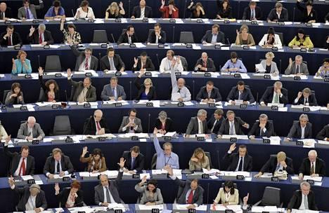 EU-parlamentaarikkojen huomiota tavoittelee Brysselissä jopa 30000 eri etujärjestöjen ja yritysten lobbaajaa.