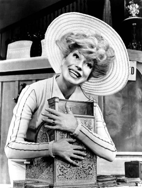 Channing eläytyi rooliinsa Dollyna St. Jamesin kuuluisassa teatterissa New Yorkissa vuosina 1964–70.