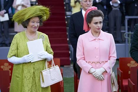 Kuningataräitiä esittää Marion Bailey ja prinsessa Margaretia Helena Bonham Carter.
