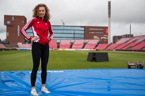 Ella Junnila on valmis jakamaan Ratinan stadionin transnaisten kanssa.