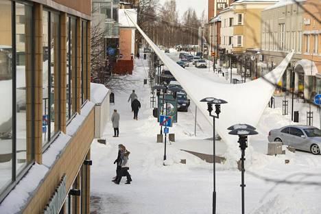Kokkolan koronatilanne oli pitkään yksi Suomen parhaista. Vapunvietosta kuitenkin alkoi iso tautiryöpsähdys, minkä takia kaupungin yläkoulut ja koko Keski-Pohjanmaan toisen asteen oppilaitokset ovat etäopetuksessa ainakin tämän viikon.