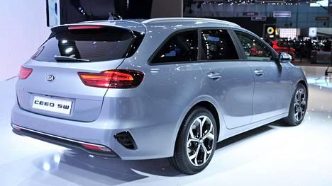 Tavaratila on Kia Ceedissa vain 10 litraa pienempi kuin Škoda Octavia Combissa.
