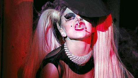 Lady Gagan tähtikiito ei ota hyytyäkseen.