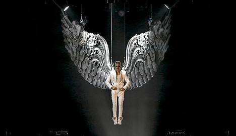 Kanadalaislaulaja Justin Bieber esiintyy konsertissaan Manchester Arenalla Britanniassa.