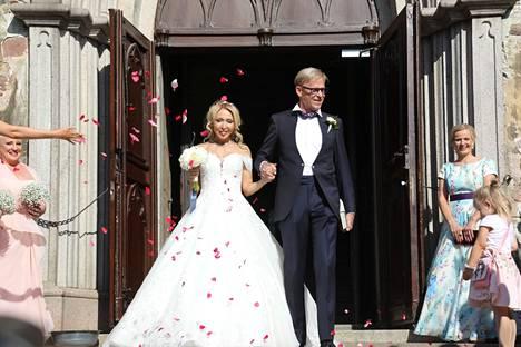 Toivo ja Nadja Sukari menivät naimisiin Turun tuomiokirkossa heinäkuussa 2019.