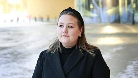 Opiskelija Lyydia Laukkanen puhuu riittämättömyydestä, joka nousee varsinkin etäopiskeluiden aikana esiin, miten pitäisi opiskella enemmän ja lukea vielä paremmin.