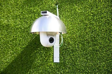 Talossa on 60 kameraa, jotka näkevät talon joka nurkkaan. Myös mikrofoneja löytyy ympäri taloa.