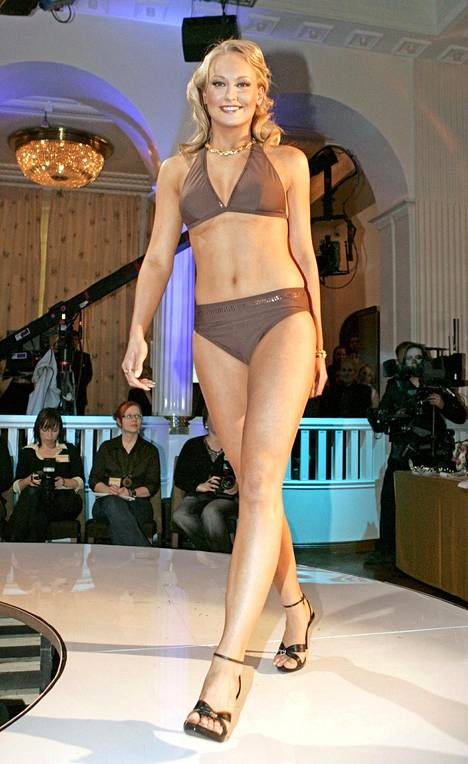 Vuoden 2006 Miss Suomi Ninni Laaksosella oli v-pääntiebikinit.