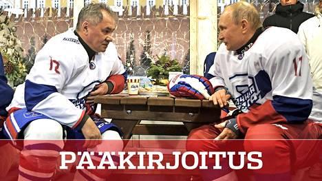 Vladimir Putin (33,4 %) ja Sergei Shoigu (13,7 %) ovat tuoreen kyselyn mukaan kaksi poliitikkoa, joihin venäläiset luottavat eniten. Joulukuussa kaksikko pelasi jääkiekkoa Punaisen torin tuntumassa.