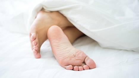 Kotihoidoksi riittää päivittäinen pesu, kuivaus ja rasvaus. Raspista kannattaa päästää irti.