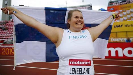 """Ikionnellinen MM-mitalisti Helena Leveelahti kertasi jännittäviä ratkaisuhetkiä: """"Sykkeet oli yli kahdessasadassa!"""""""