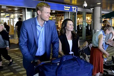 Mikko Koivu ja Helena Koivu nähtiin yhdessä julkisuudessa vain hyvin harvoin. Keväällä 2016 he palasivat yhdessä jääkiekon MM-turnauksesta Moskovasta. Helena oli kotiäitinä Mikon uran ajan.