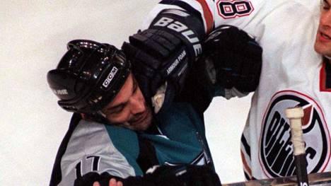 Joe Muprhy tienasi NHL-uransa aikana 15 miljoonaa dollaria. Nykyään hän on koditon ja rahaton.