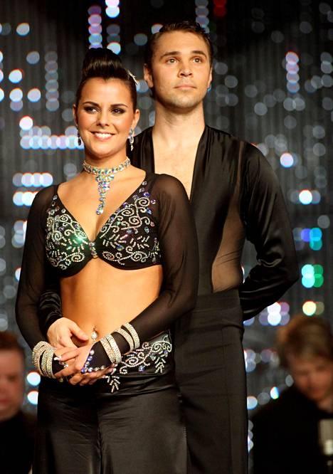 Satu Tuomisto ja Janne Talasma voittivat Tanssi tähtien kanssa -kisan vuonna 2009.