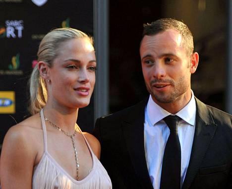Oscar Pistorius ja Reeva Steenkamp joulukuussa 2012.