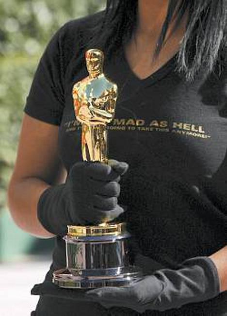 Oscar-palkintojen lisäksi gaalassa kisaillaan myös upeiden iltapukujen tuomasta huomiosta.